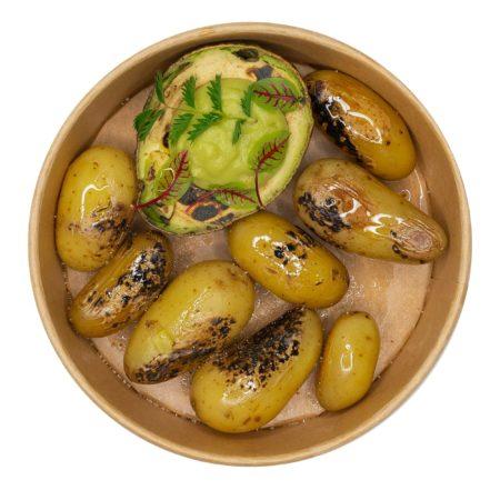 Gegrillte Avocado mit geräucherten Kartoffeln