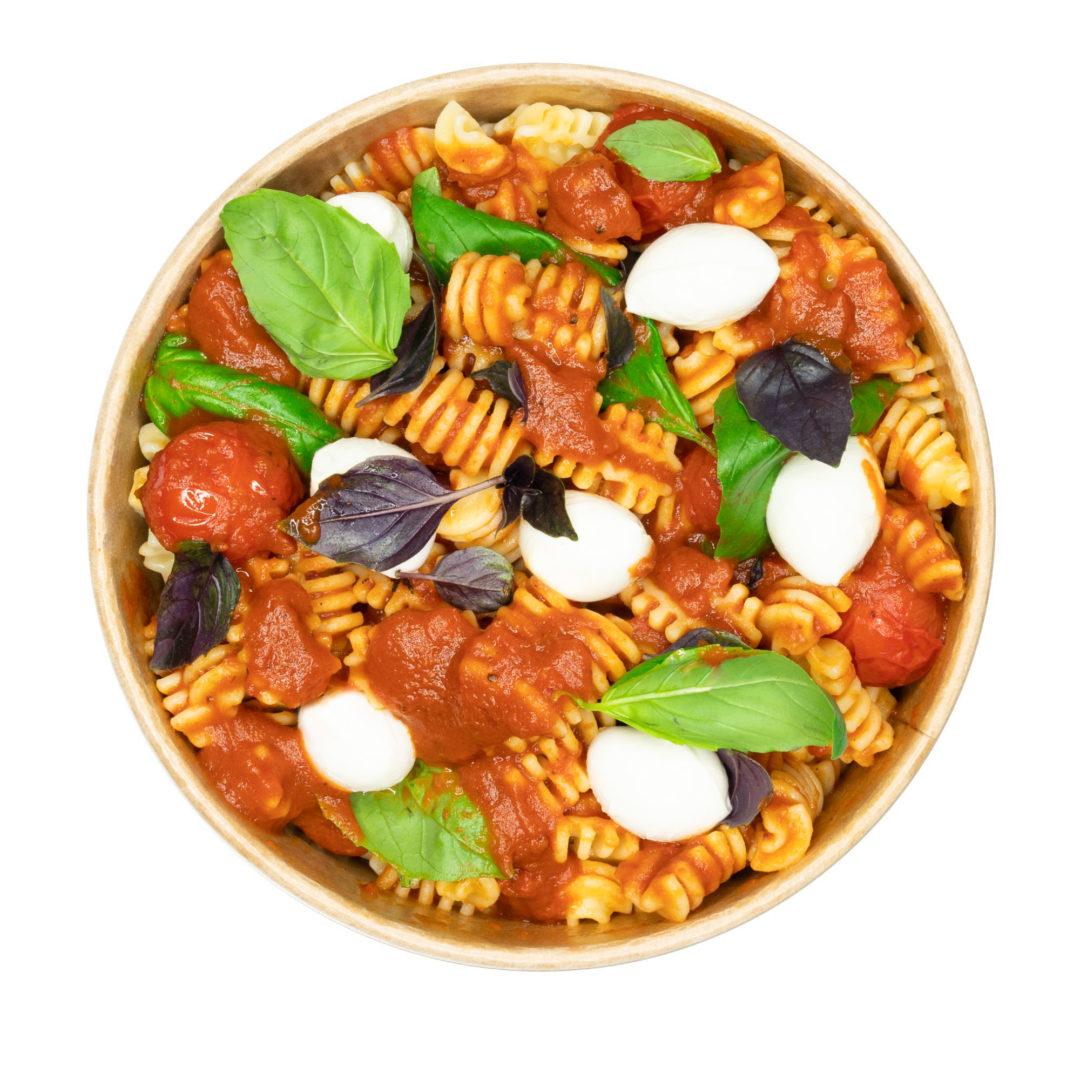 Radiatori mit Tomatensoße und Büffel-Mozzarella